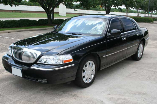 Black Lincoln Town Car Transportation Service 1st Choice Private